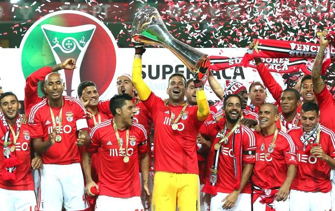 Arhur Benfica comemora vitória contra o Rio Ave (Foto: Agência EFE)
