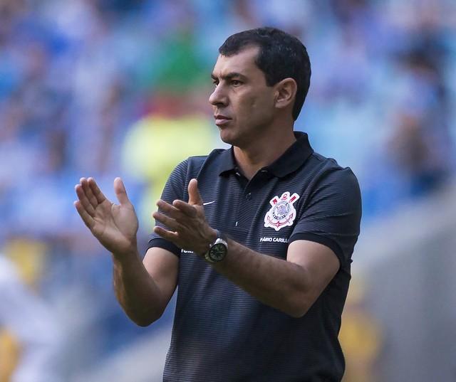 Carille freia empolgação, mas diz que não tem como não acreditar no Corinthians