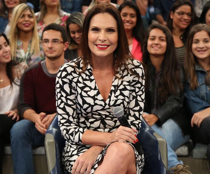 Laura Muller posa para fotos no palco do programa Altas Horas (Foto: Carol Caminha/Gshow)