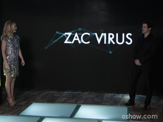Zac Vírus é o primeiro hacker a assinar o nome no computador de Jonas (Foto: Felipe Monteiro/TV Globo)