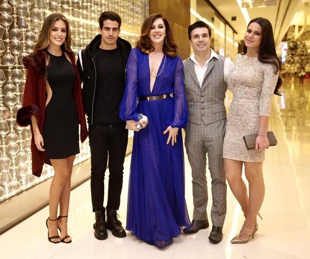Victória Bartelle, Enzo Celulari, Claudia Raia, Jarbas Homem de Mello e Sophia Raia (Foto: Thiago Duran/AgNews)