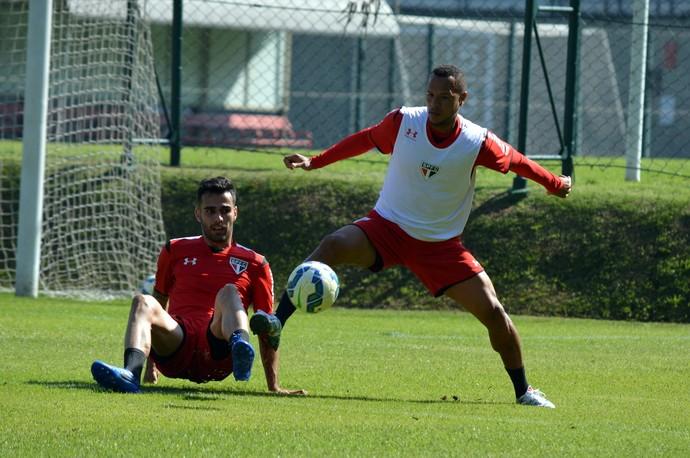 Luiz Eduardo Luis Fabiano São Paulo treino (Foto: Érico Leonan / saopaulofc.net)