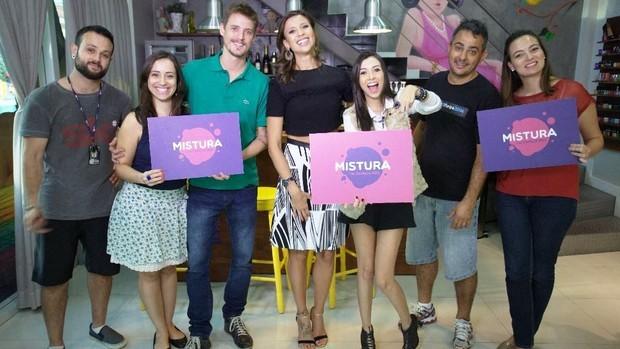 Equipe do Mistura com Camille Reis (Foto: RBS TV/Divulgação)