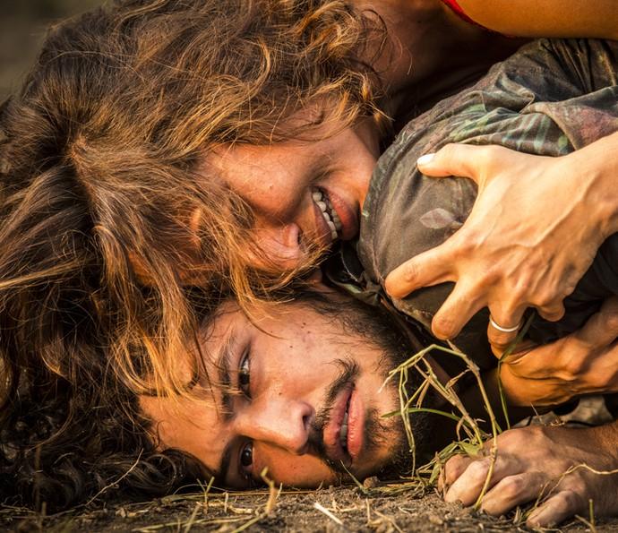 O rapaz fica desnorteado quando descobre que Santo é o seu pai (Foto: Inácio Moraes/Gshow)