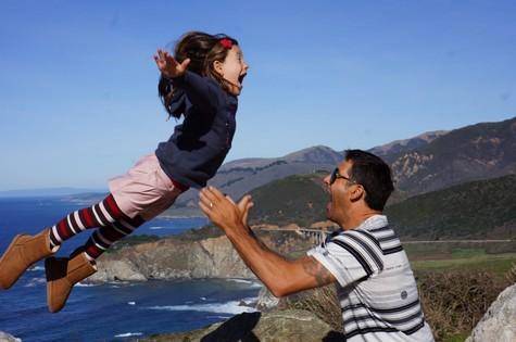 Pato brinca com a filha na Califórnia (Foto: Divulgação)