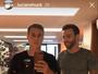Luciano Huck treina em casa e brinca: 'Homem-bomba'