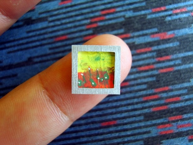 Artista morador de Mombuca cria miniaturas de quadros (Foto: Wesley D'Amico/VC no G1)