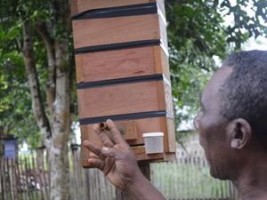 Os criadores recebem caixas padronizadas para participar do programa (Foto: Francisco Rocha/G1)
