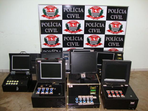 Caça-níqueis foram apreendidos pela Polícia Civil durante operação (Foto: Divulgação/Polícia Civil)