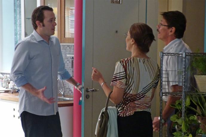 Casal chega de Carambolas para visitar o filho (Foto: Monique Salgueiro/Gshow)