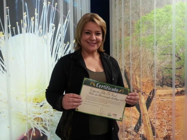 A editora-chefe do Inter TV Rural, Celma Gonçalvez, recebeu o prêmio. (Foto: Nicole Melhado / Inter TV MG)