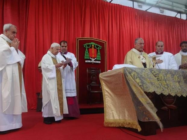 Dom Vicente Zico participou da missa que antecedeu a romaria do domingo de Círio (Foto: Ingrid Bico/G1)
