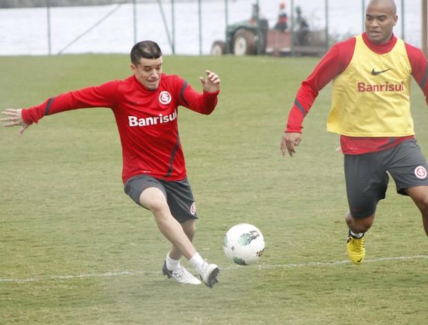 D'Alessandro e Rodrigo Moledo, em treino do Inter (Foto: Diego Guichard / GLOBOESPORTE.COM)