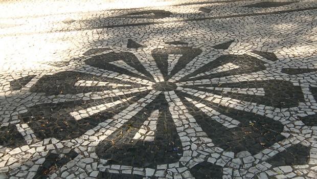 O petit-pave chegou ao Brasil, em 1905, e é um marco da colonização portuguesa, em Curitiba (Foto:  Reprodução/RPC)
