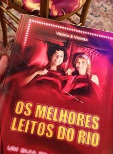 Seriado homenageia sucesso de Glória Menezes e Arlindo Lopes nos palcos (Foto: Louco Por Elas / TV Globo)
