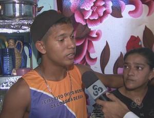 Yan Ferreira, acreano, selecionado para categoria de base do Botafogo e sua mãe (Foto: Reprodução/ Tv Acre)