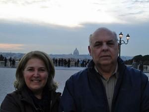 Os médicos Maria Luiza e José Wanderley Fonseca, que vão assitir à canonização dos dois papas no Vaticano (Foto: Arquivo pessoal/Maria Luiza Fonseca)