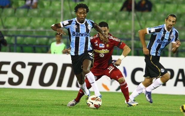 Zé Roberto contra o Caracas, na Venezuela (Foto: Lucas Uebel / Grêmio, DVG)