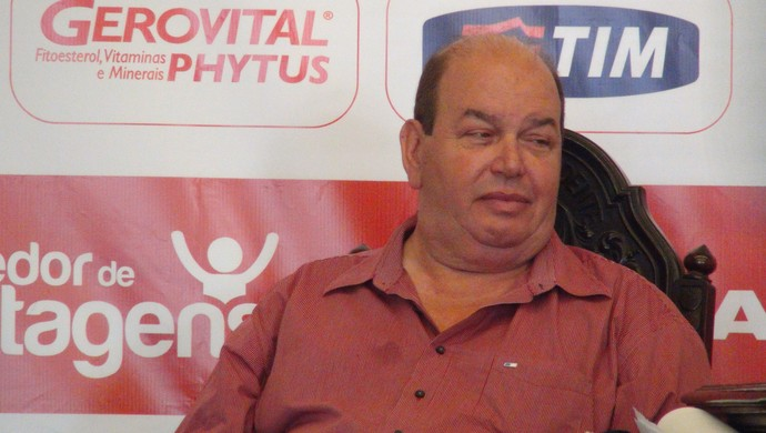Ednilton Lins, diretor de futebol do CRB (Foto: Paulo Victor Malta/Globoesporte.com)