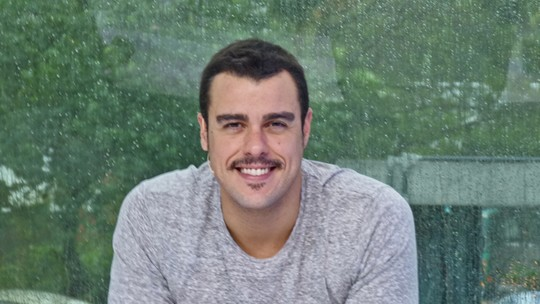 Joaquim Lopes muda visual e deixa os cabelos mais curtos