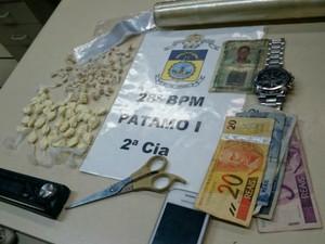 Material apreendido com suspeito no bairro Vila Brígida (Foto: Dilvulgação/Polícia Militar)