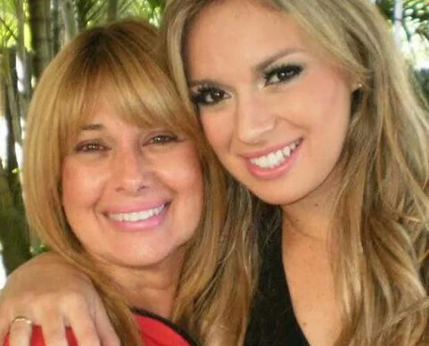Carol Soares é só chamego com a mãe! (Foto: Arquivo Pessoal)