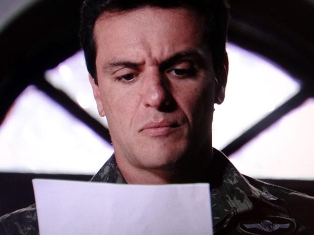 Théo descobre que será processado por Lívia Marini (Foto: Salve Jorge/TV Globo)