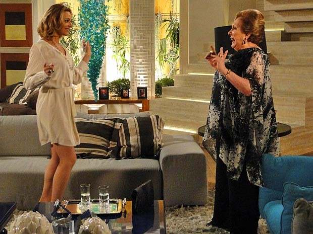 Máslova dá todas as dicas para Sônia cair nas graças de Otto (Foto: Cheias de Charme / TV Globo)