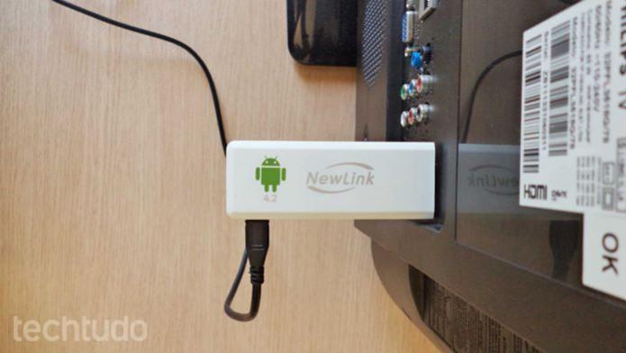 Adaptador pode ser conectado na entrada HDMI traseira, ficando totalmente oculto (Foto: Reprodução/Dario Coutinho)