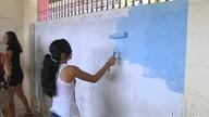 Alunos fazem mutirão em salas da escola estadual Plácido de Castro em Santarém
