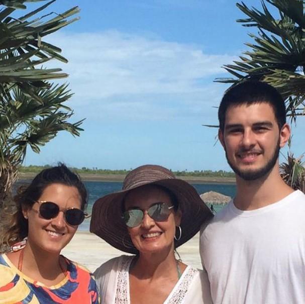 Fátima Bernardes com os filhos (Foto: Reprodução Instagram)