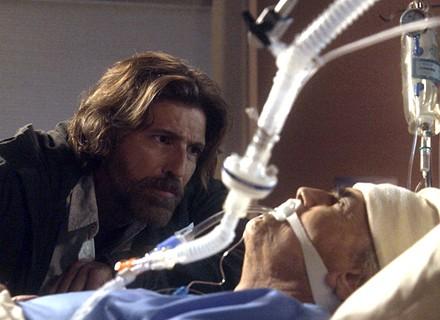 Fausto desperta de coma e Pedro promete descobrir autor do atentado