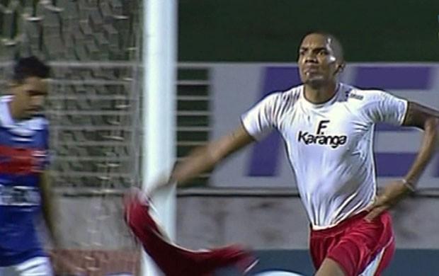 Fernando Karanga comemora gol do Boa Esporte (Foto: Reprodução Premiere FC)