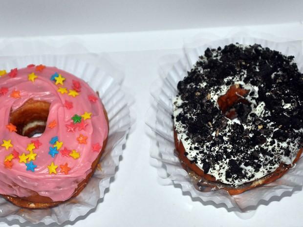 Donuts comercializados por grupo de jovens de Campinas que perderam o emprego (Foto: Luciano Calafiori/G1)