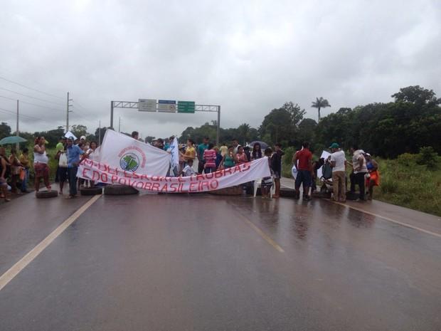 Manifestação do MAB em Candeias do Jamari começou nesta sexta, 18 (Foto: Hosana Morais/G1)