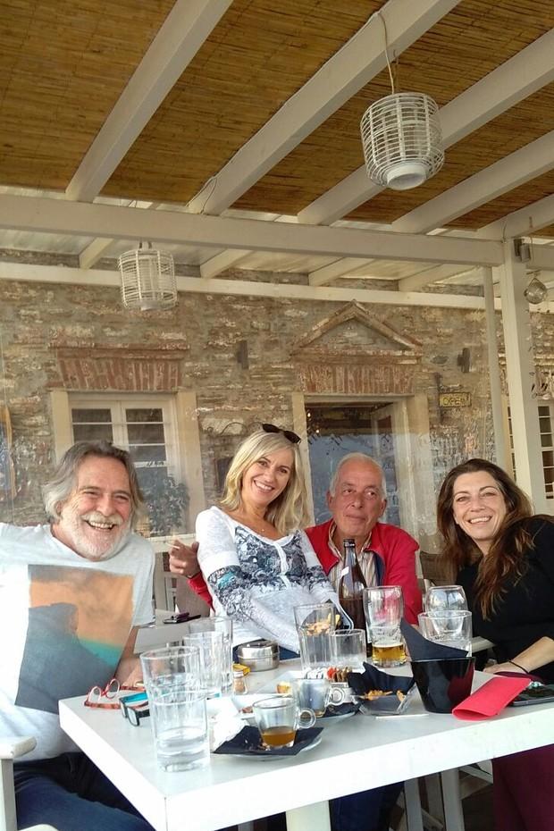 José de Abreu com os amigos Carolina, Giorgos e Caterina (Foto: Arquivo pessoal)