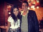 Anitta tieta Zeca Pagodinho em restaurante: 'Amo, sou fã'