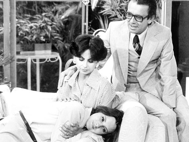 Catarina Limeira Brandão (Elizabeth Savalla), Norah Brandão (Beatriz Segall) e Horácio Brandão (Emiliano Queiroz)