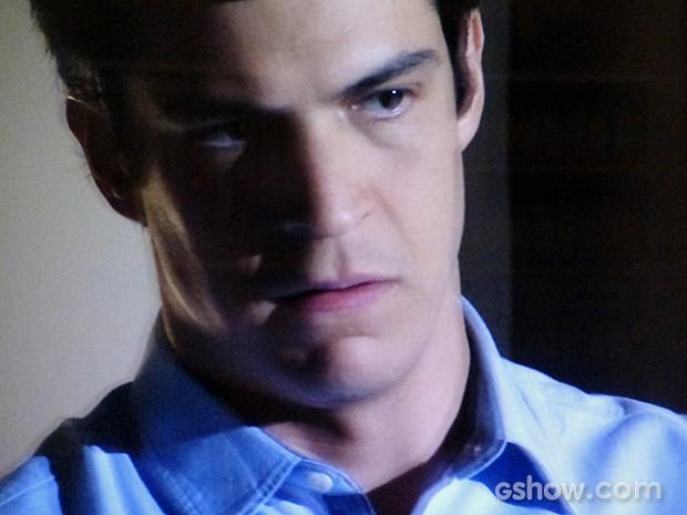 Félix não é bem recebido na casa de César (Foto: Amor à Vida/TV Globo)