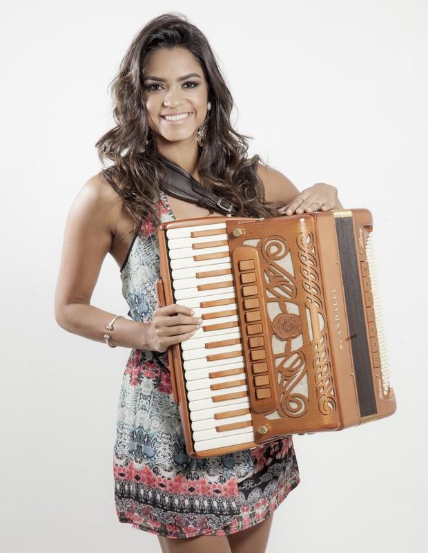 Cantora, compositora, multi-instrumentista e agora atriz, Lucy Alves é destaque na TV e nos palcos (Foto: Divulgação)