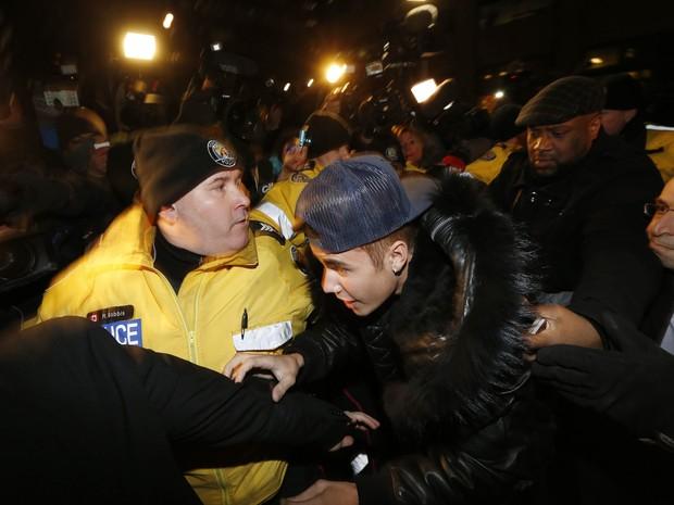 Justin Bieber se apresenta em uma delegacia em Toronto, no Canadá (Foto: Mark Blinch/ Reuters)