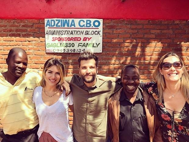 Giovanna Ewbank e Bruno Gagliasso visitam escola no Malawi (Foto: Reprodução/Instagram)