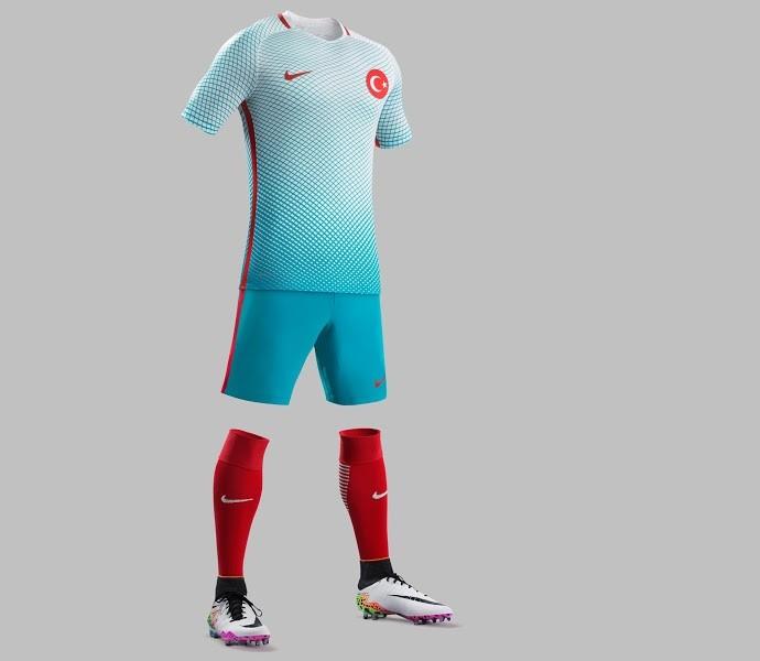 Uniforme reserva da seleção da Turquia (Foto: Divulgação)