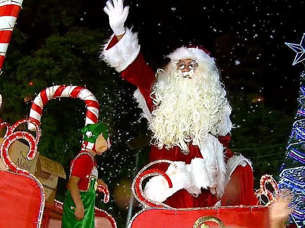 Parada de Natal é realizada há 9 anos em São João da Boa Vista (Foto: Reprodução/EPTV)