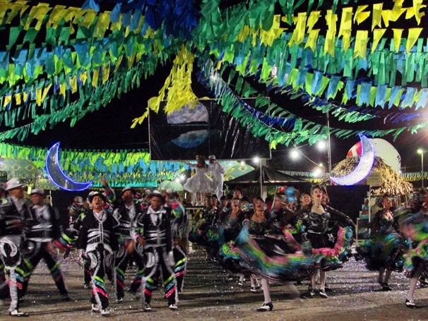 Grupo de Teresina  vence com o tema ' 'Todas as luas te levaram para o meu São João' (Foto: Katylenin França/TV Clube)