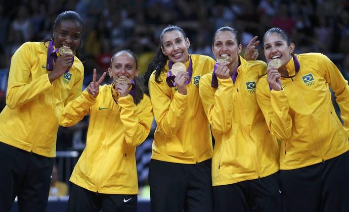 Fabiana, Fabi, Sheilla, Dani Lins e Natália Brasil ouro vôlei Jogos de Londres (Foto: Ivan Alvarado/Reuters)