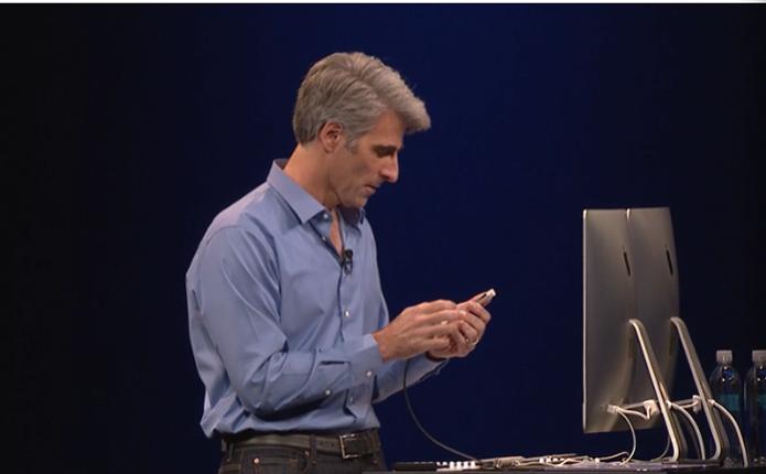 Craig Federighi testando a integração do Yosemite com o iOS (Foto: Reprodução/WWDC) (Foto: Craig Federighi testando a integração do Yosemite com o iOS (Foto: Reprodução/WWDC))