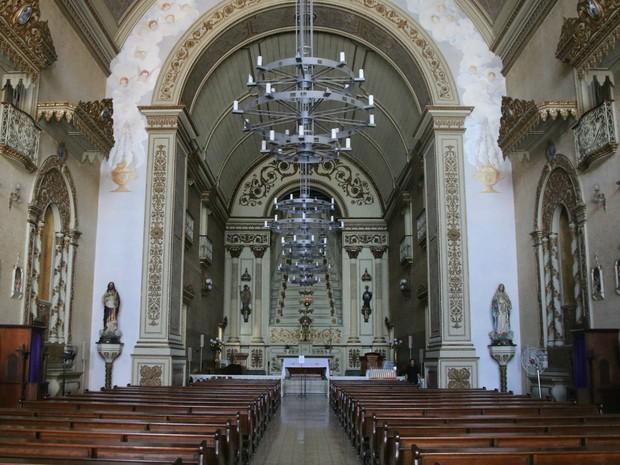 Reforma vai reparar pintura e outros detalhes do altar da Igreja das Dores (Foto: Rafaella Fraga/G1)