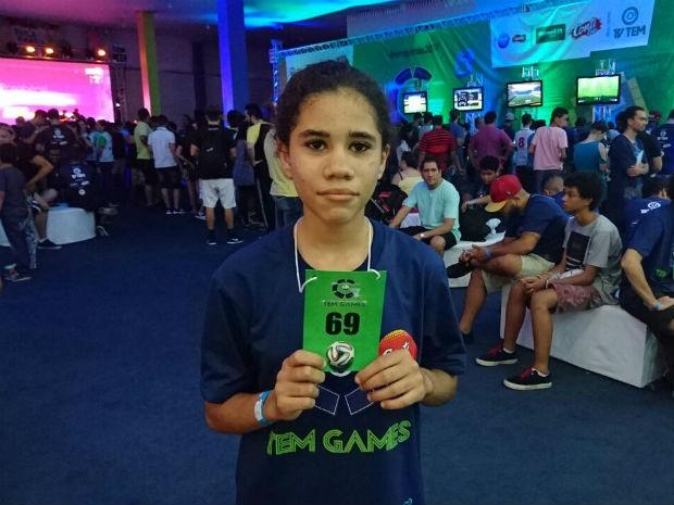 Adolescente de 12 anos é a única mulher inscrita para disputar o Fifa 17 (Foto: Ednan Gomes/G1)