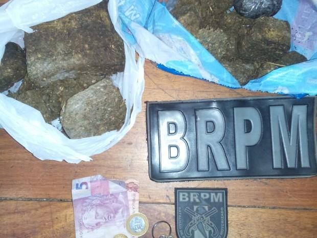 Batalhão de Rádio Patrulha Militar (BRPM) apreendeu 700 gramas de maconha  (Foto: Divulgação/BRPM)